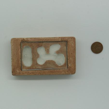 Module de fondation pour petite espèce en pierre reconstituée.
